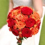 Bukiet kula z herbacianych i czerownych róż