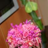 Bukiet z różowych róż ze wstążkami