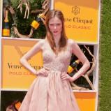 Coco Rocha w różowej sukience