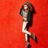 czarna kurtka Bershka z kapturem - moda 2011