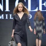 czarna sukienka Deni Cler - jesień/zima 2011/2012
