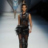 czarna sukienka Vera Wang   moda jesienne