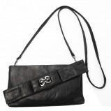 czarna torebka Gino Rossi - trendy zimowe