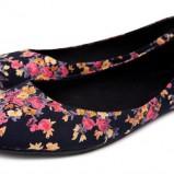 czarne baleriny Reserved w kwiaty - wiosenna kolekcja