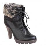 czarne botki CCC z futerkiem - moda zimowa