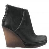 czarne na koturnie botki Kazar - obuwie na jesień