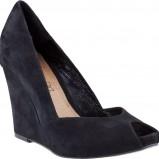 czarne sandały CCC na koturnie - moda na wiosnę