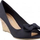 czarne sandały CCC z kokardą na koturnie - moda na wiosnę