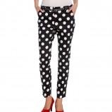 czarne spodnie C&A w grochy  - trendy na wiosnę