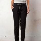 czarne spodnie Pull and Bear - jesień/zima 2011/2012