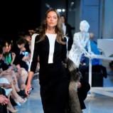 czarno-biała sukienka Deni Cler - kolekcja na sezon jesień-zima 2013/2014