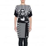 czarno-biała sukienka Simple z aplikacją - jesienna moda