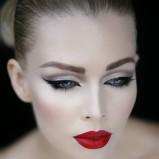 czarny eyeliner
