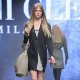 czarny płaszcz Deni Cler - kolekcja jesienno-zimowa