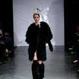 czarny płaszcz Eva Minge - moda jesienna