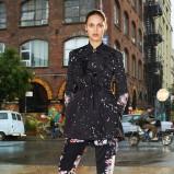 czarny płaszczyk Givenchy w kropki