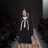 czarny płaszczyk Valentino - trendy na jesień i zimę 2013/14