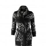 czarny sweter C&A we wzory długi  sezon jesienno-zimowy