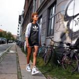 czarny t-shirt Adidas z nadrukiem - moda wiosna/lato