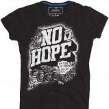 czarny t-shirt Pull and Bear z nadrukiem - trendy wiosna-lato