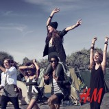 czarny top H&M - lato 2013