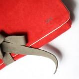czerwona kopertówka Zuzia Górska - trendy na jesień-zimę