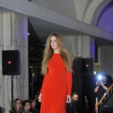 czerwona sukienka długa - jesień 2011