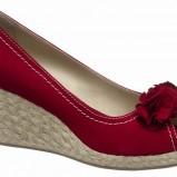 czerwone czółenka Deichmann z kwiatem - trendy wiosna-lato