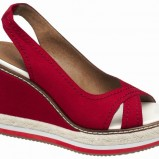 czerwone sandały Deichmann na koturnie - lato 2012