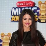 czerwone usta - Selena Gomez