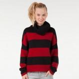 czerwony golf Bershka w pasy - moda zimowa