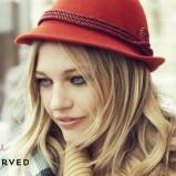 czerwony kapelusz Reserved - jesień 2011