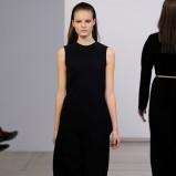 długa sukienka Calvin Klein w kolorze czarnym - zima 2013/14