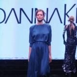 długa suknia Joanna Klimas w kolorze kobaltowym - ubrania dla kobiet
