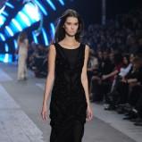długa suknia w kolorze czarnym - pokaz Macieja Zienia