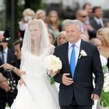 Dominika Tajner z ojcem na swoim ślubie