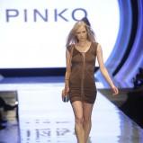 dopasowana sukienka Pinko w kolorze brązowym - lato 2013