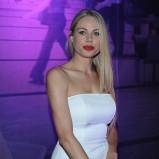 dopasowana sukienka w kolorze białym - Magda Modra