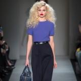 dużo loków w kolorze jasnego blondu - Marc by Marc Jacobs