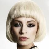 dziewczęca fryzura z prostą grzywką - trendy fryzjerskie