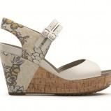 ecru sandały Clarks w kwiaty na drewnianej koturnie - lato 2012