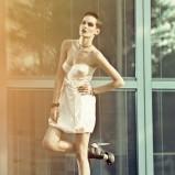 ecru sukienka Tuwe bombka - trendy wiosna-lato