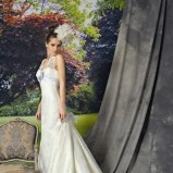 ecru suknia ślubna Manu Garcia z trenem - moda 2012