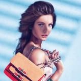elegancka torebka Guess w kolorze czerwono - brązowym na łańcuszku - modne akcesoria