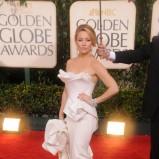 gorsetowa suknia w kolorze beżowym - Kate Hudson - styl gwiazd