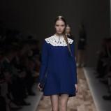 granatowa sukienka Valentino z kołnierzykiem - jesień/zima 2013/14