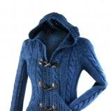 gruby sweter Orsay w kolorze niebieskim  - modne sweterki