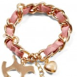 jasnoróżowa bransoletka House - trendy na jesień 2013
