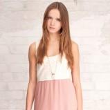 jasnoróżowa sukienka Stradivarius plisowana - z kolekcji wiosna-lato 2012