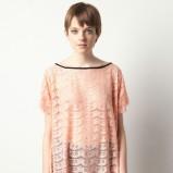 jasnoróżowy t-shirt Pull and Bear koronkowy - z kolekcji wiosna-lato 2012
